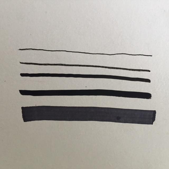 Strichdicke schwarze Stifte