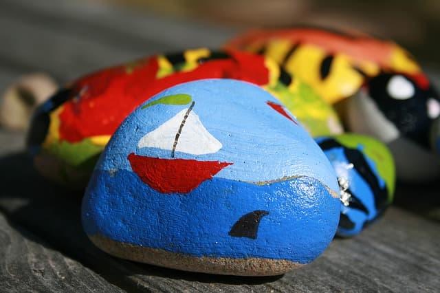 Boot auf Stein gemalt