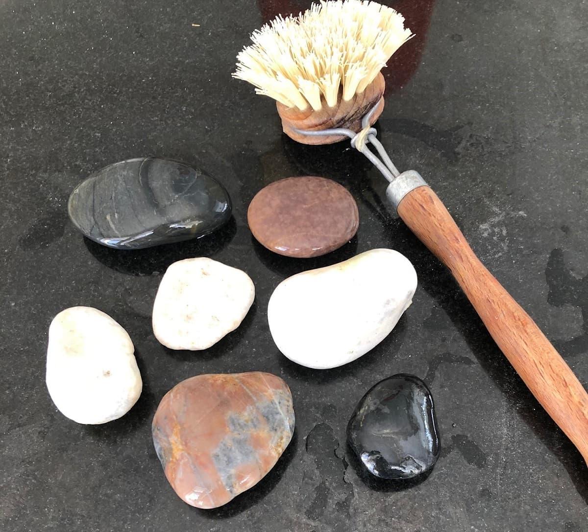Steine bemalen Prozess - Steine waschen und putzen